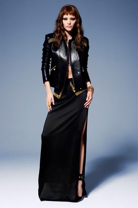 Couro em jaqueta no desfile da Versace