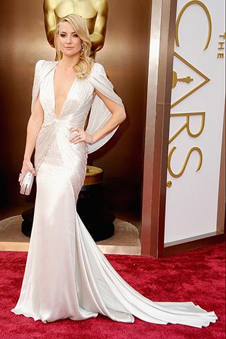 Kate Hudson veste Atelier Versace.