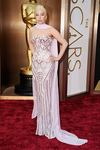 Lady Gaga veste Atelier Versace.
