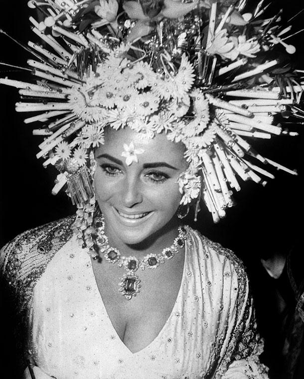 Elizabeth Taylor usando joias da Bulgari , 1967 - Veneza
