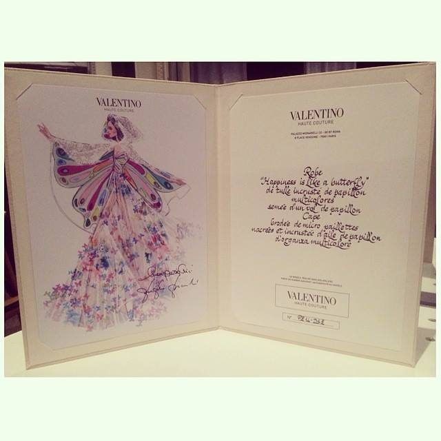 katyperry_figurino_turne_valentino_prismatic