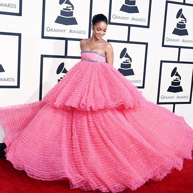 Rihanna em Giambattista Valli