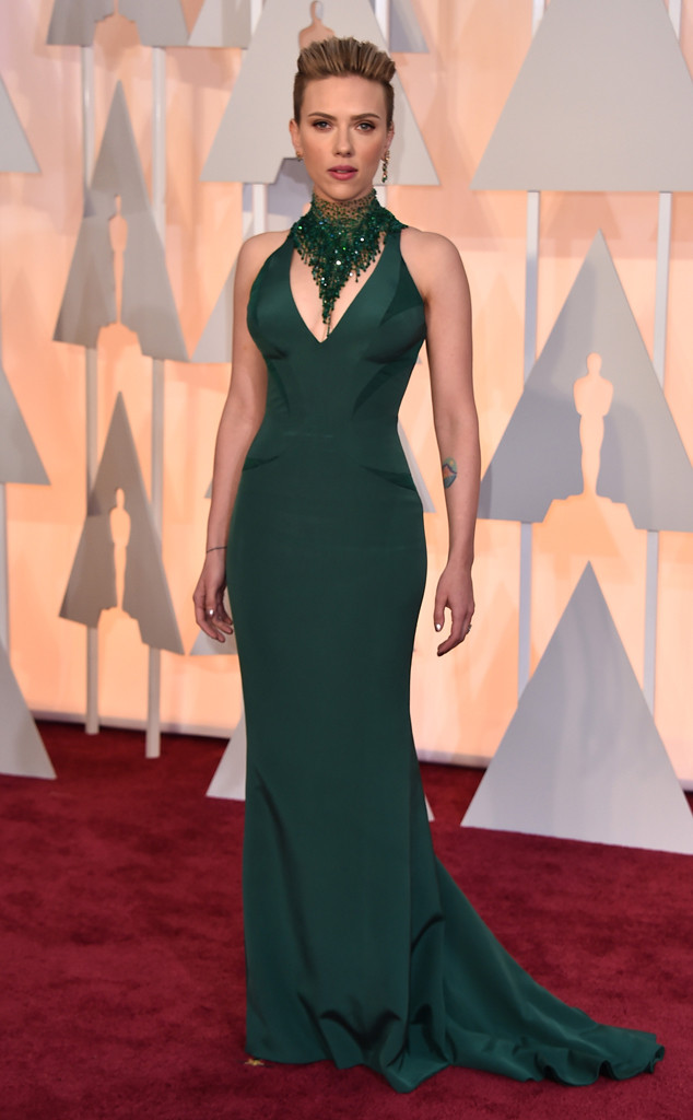Scarlett Johansson veste Versace